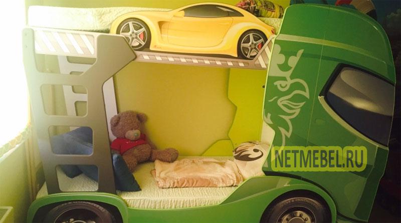 Детская двухъярусная кровать-машина